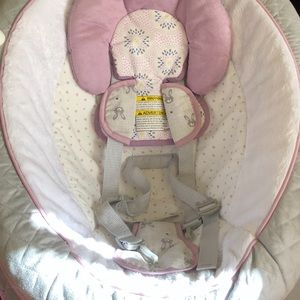 Graco everyway soother with removable rocker.